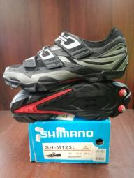 Shimano M123L kerékpáros cipő 2013